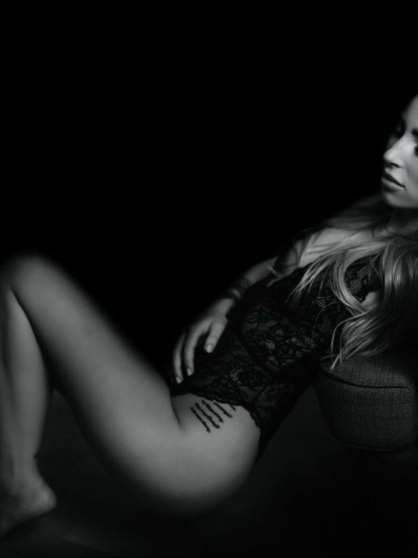 boudoir_portrait_women_chair